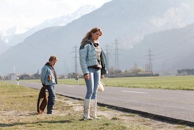 Kacey Mottet Klein and Léa Seydoux in L'enfant d'en haut (Sister)