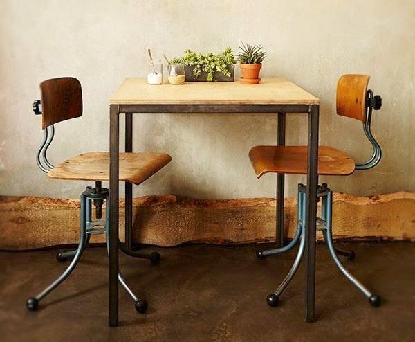鉄脚家具は世界のカフェから