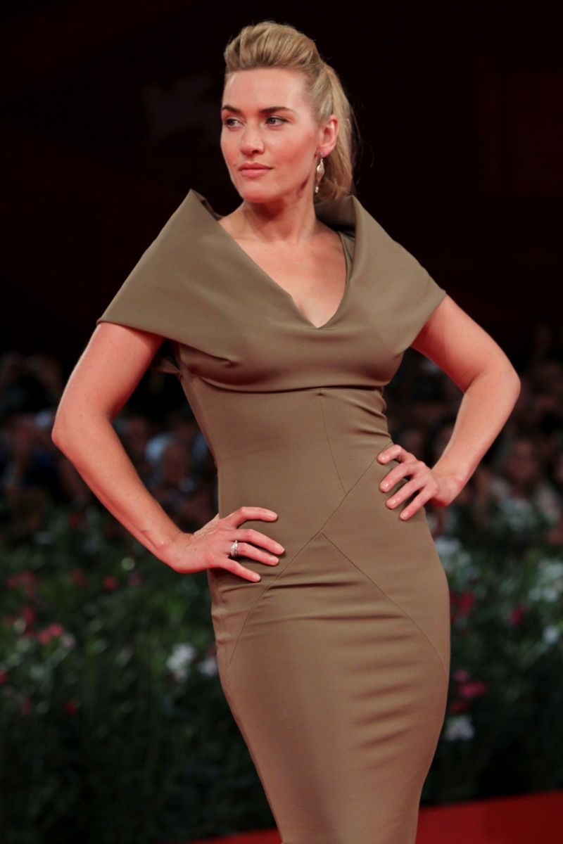 kate winslet wearing another skin tight dress at mildred