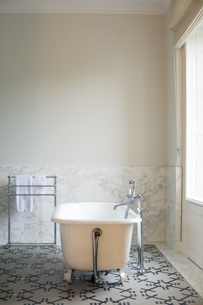 Flourish Design Style Decorating Styles A Look At Lonny Bathrooms