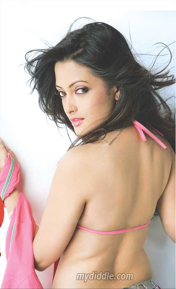 Riya Sen Hot Backless Scan