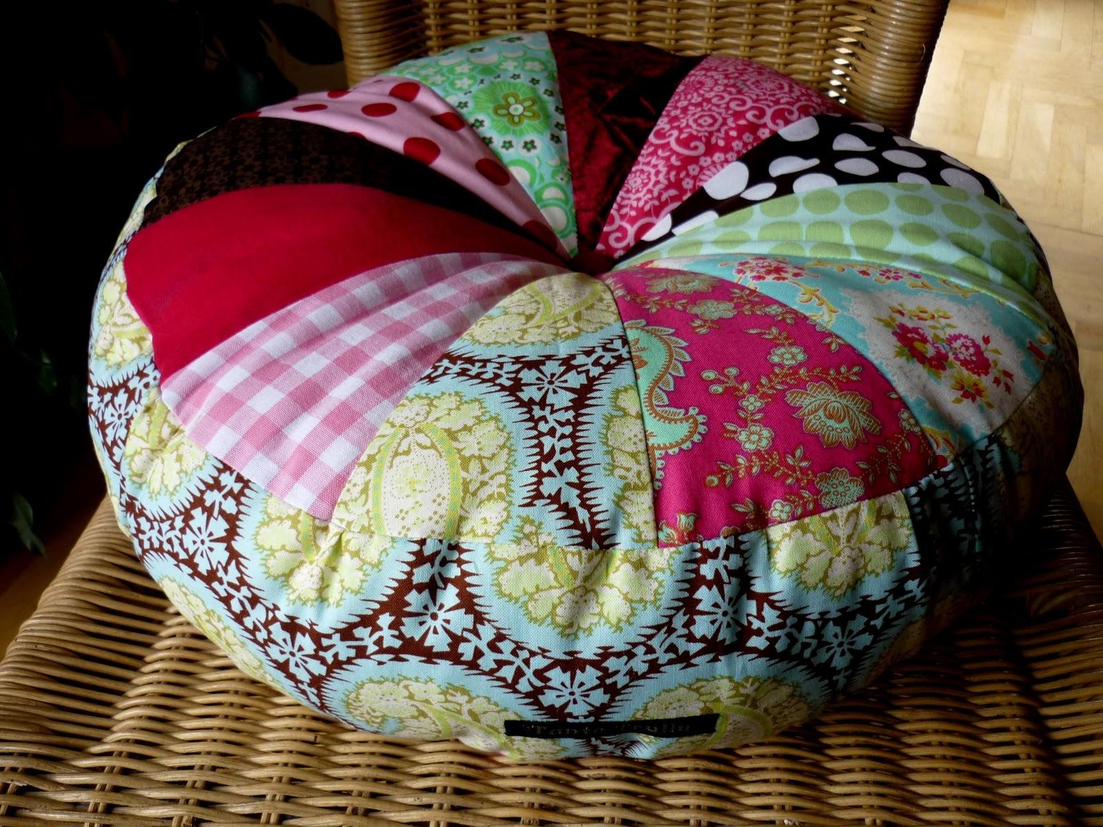 atelier tante trulla best pillow. Black Bedroom Furniture Sets. Home Design Ideas