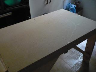 Como hacer una mesa auxiliar para el taller, con restos de madera y madera de palet