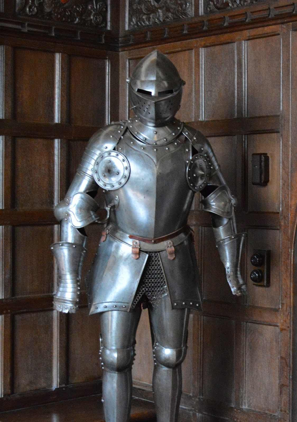 Ightham Mote, visit, England, History, Historical, interior, day trip, National trust, photo, photography, suit of armour, jousting, knight