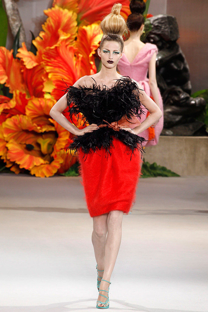 7239045652b Fashion Runway