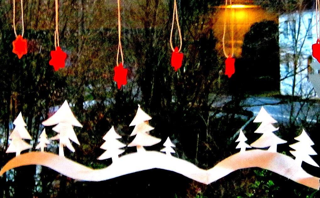 creadienstag fensterdeko so kurz vor weihnachten. Black Bedroom Furniture Sets. Home Design Ideas