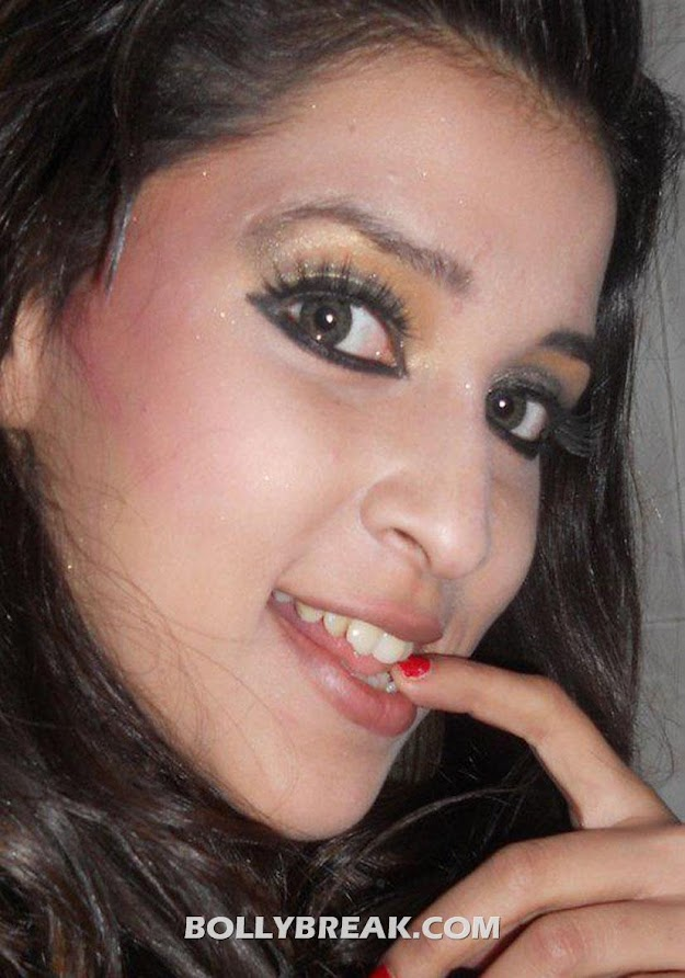 Barbie Handa Hot Pics - Telugu Actress