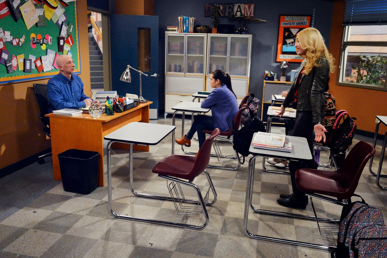 Peyton guest stars as sherri in tonight s all new episode of i didn t