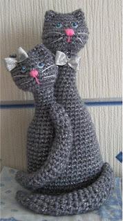 Вязаная крючком игрушка своими руками котики-неразлучники. Описание, схема
