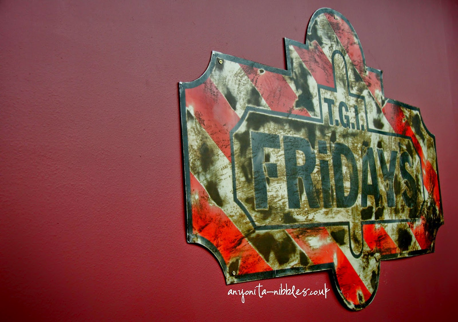 TGI Friday's: quirky decor, good food, excellent staff | Anyonita-nibbles.co.uk