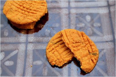 lightly spiced cheese biscuits