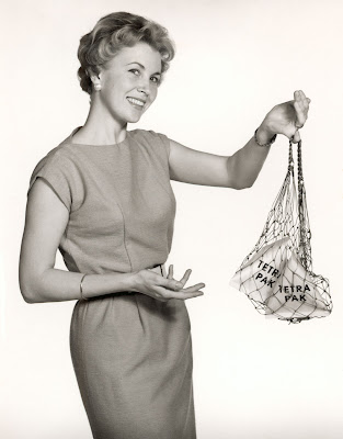 50s Housewife shopping