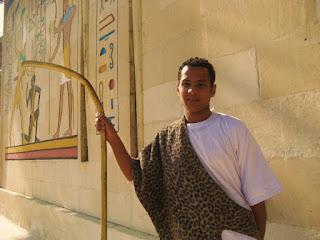 Eski  Mısırlı kıyafetine örmek