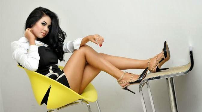 Vanesya Angelic, Sinden Cantik Yang Jago Bikin Merinding