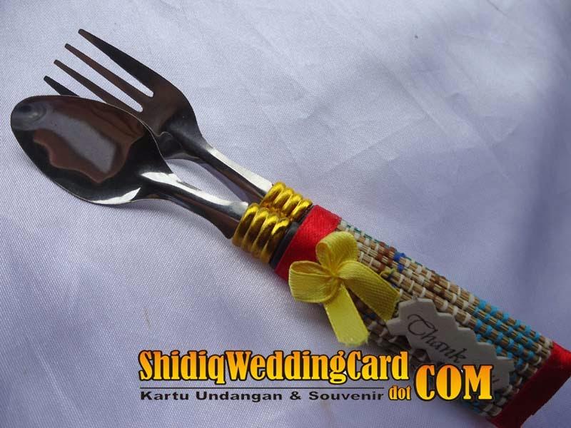 http://www.shidiqweddingcard.com/2014/02/souvenir-sendok-garpu.html