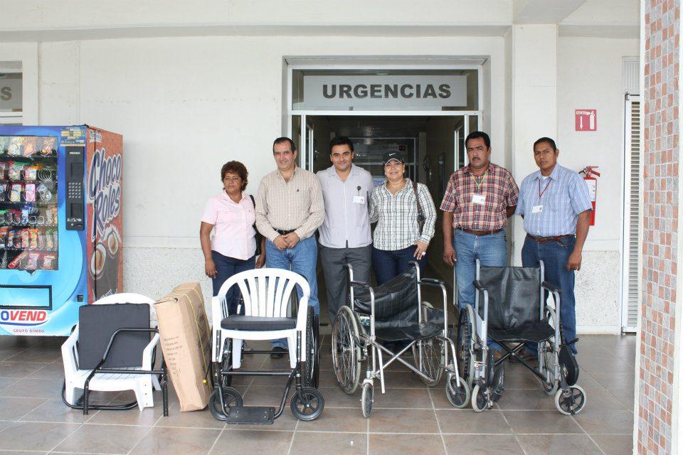En los tuxtlas el diputado felix castellanos entrega for Sillas para hospital