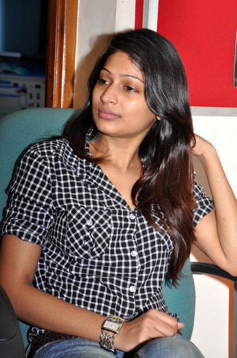 vijayalakshmi in jeans cute stills