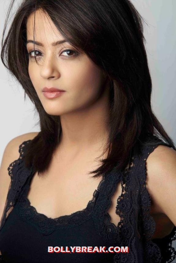 Surveen chawla hot photo - Surveen chawla hot photos 2012 - South tamil Movies