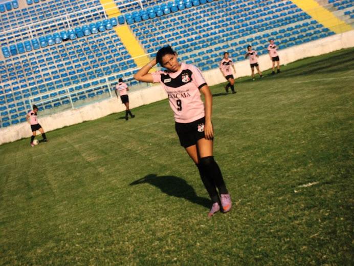 vivianne  centroavante é um dos destaques do caucaia de esporte clube.