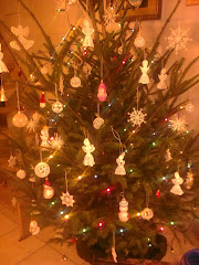 Karácsonyfám anygalkáimmal, hópelyheimmel, és egyéb saját díszeimmel