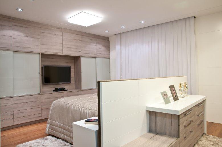 Camas ilhas veja layouts de quartos com a cama no meio  ~ Quarto Casal Ilha Grande