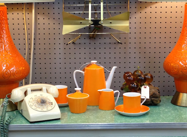 mid century tea set via homeologymodernvintage.com