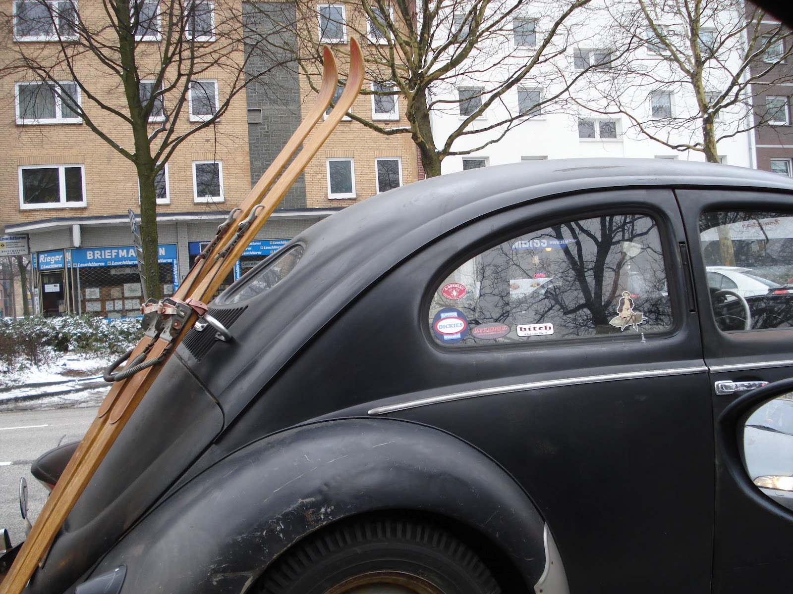 Life\'s Jewels on String: Vintage Cars in Hamburg - VW Beetle with Skis.