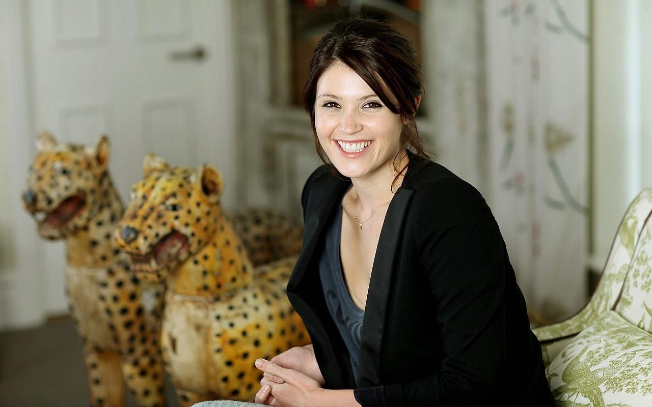 http://3.bp.blogspot.com/-Db6ZT1lQddM/T56xAz5hxqI/AAAAAAAAaaI/3xOPI3BFGxU/s1600/Gemma-Arterton-Smile-by-hqwallpaper.in.jpg