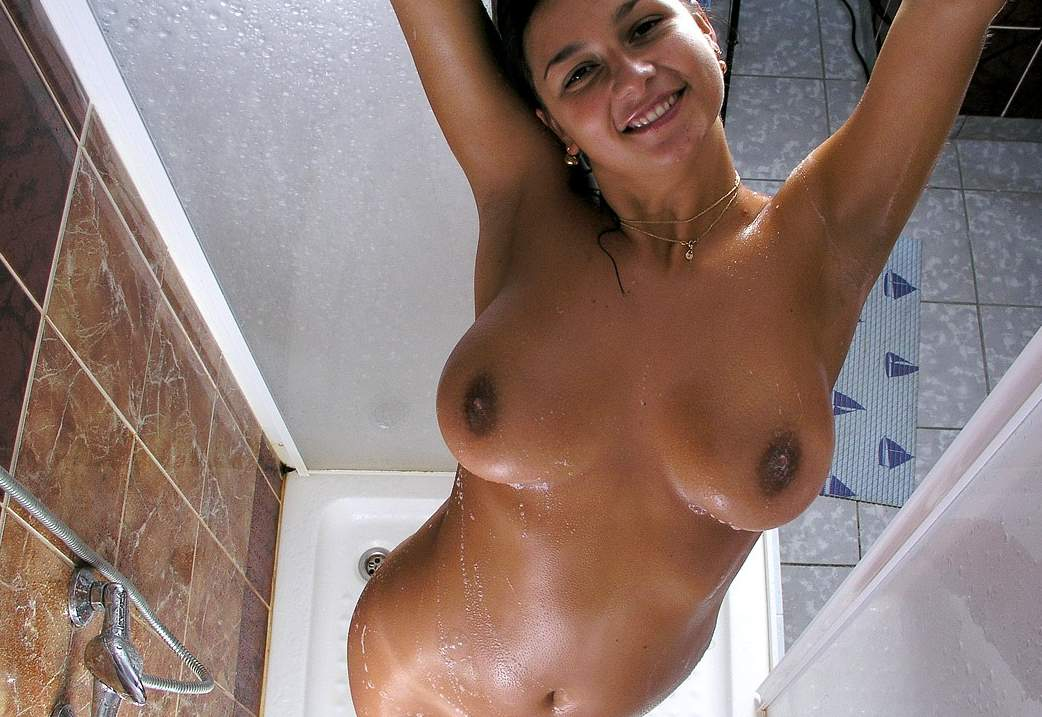 naked bathing picture of indian girl