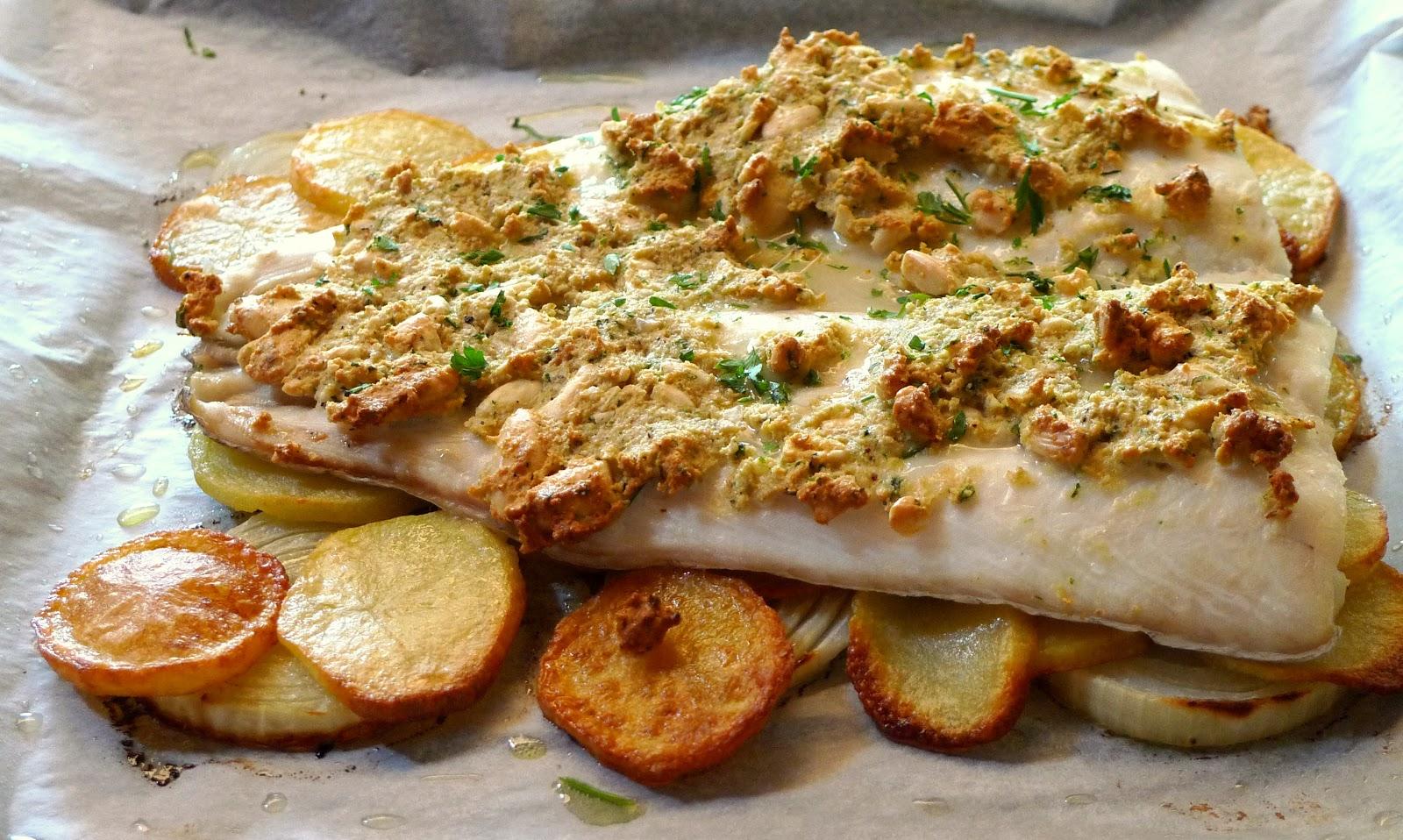 El pasaplatos merluza al horno con costra de almendra - Merluza rellena de marisco al horno ...
