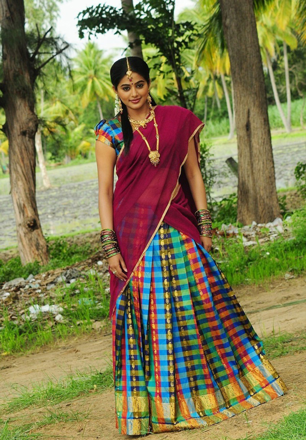 Tamil movie roaming priyamani latest hot photos in for Traditional photos