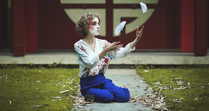 Fashion blogger Das Sheep in japanese outfit, photographied by Knas