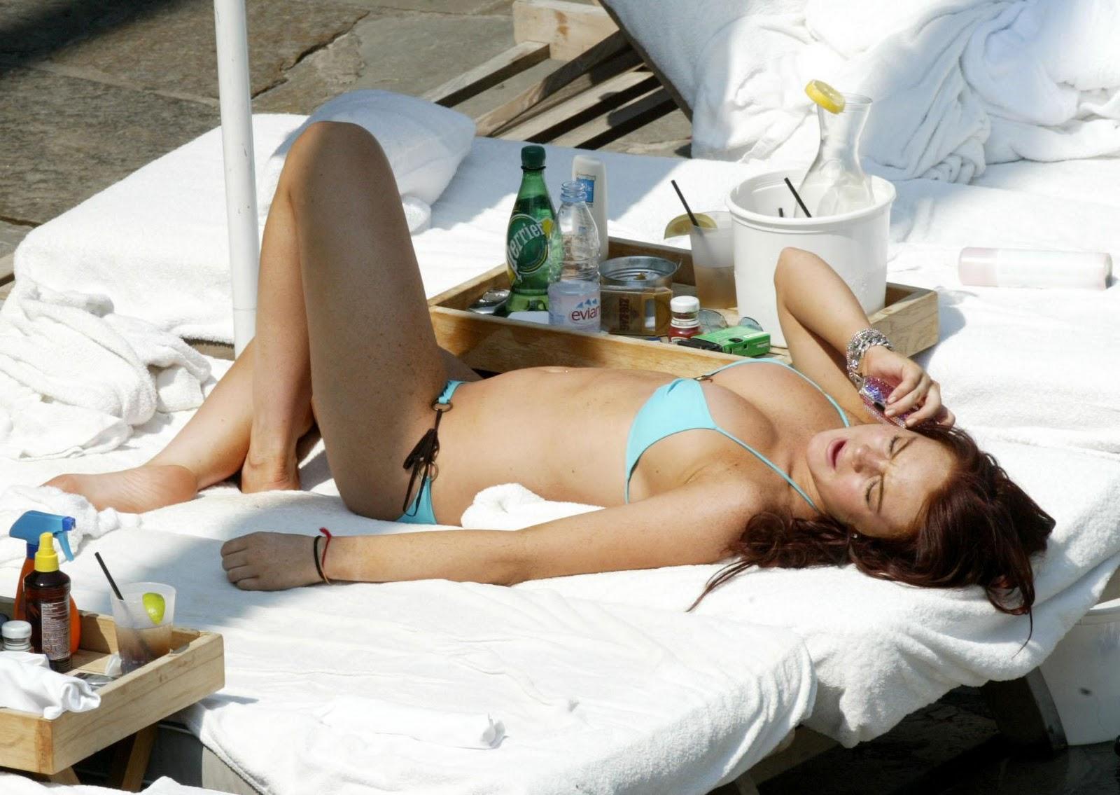 http://3.bp.blogspot.com/-DboEJjRNr50/TV58lh8u3hI/AAAAAAAAClU/CfmqwbeRNxI/s1600/lindsay-lohan-bikini-06.jpg
