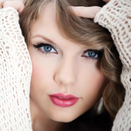 Taylor Swift on Post Sobre A Make Da Taylor Swift A Taylor Tem Os Olhos Bem Pequenos