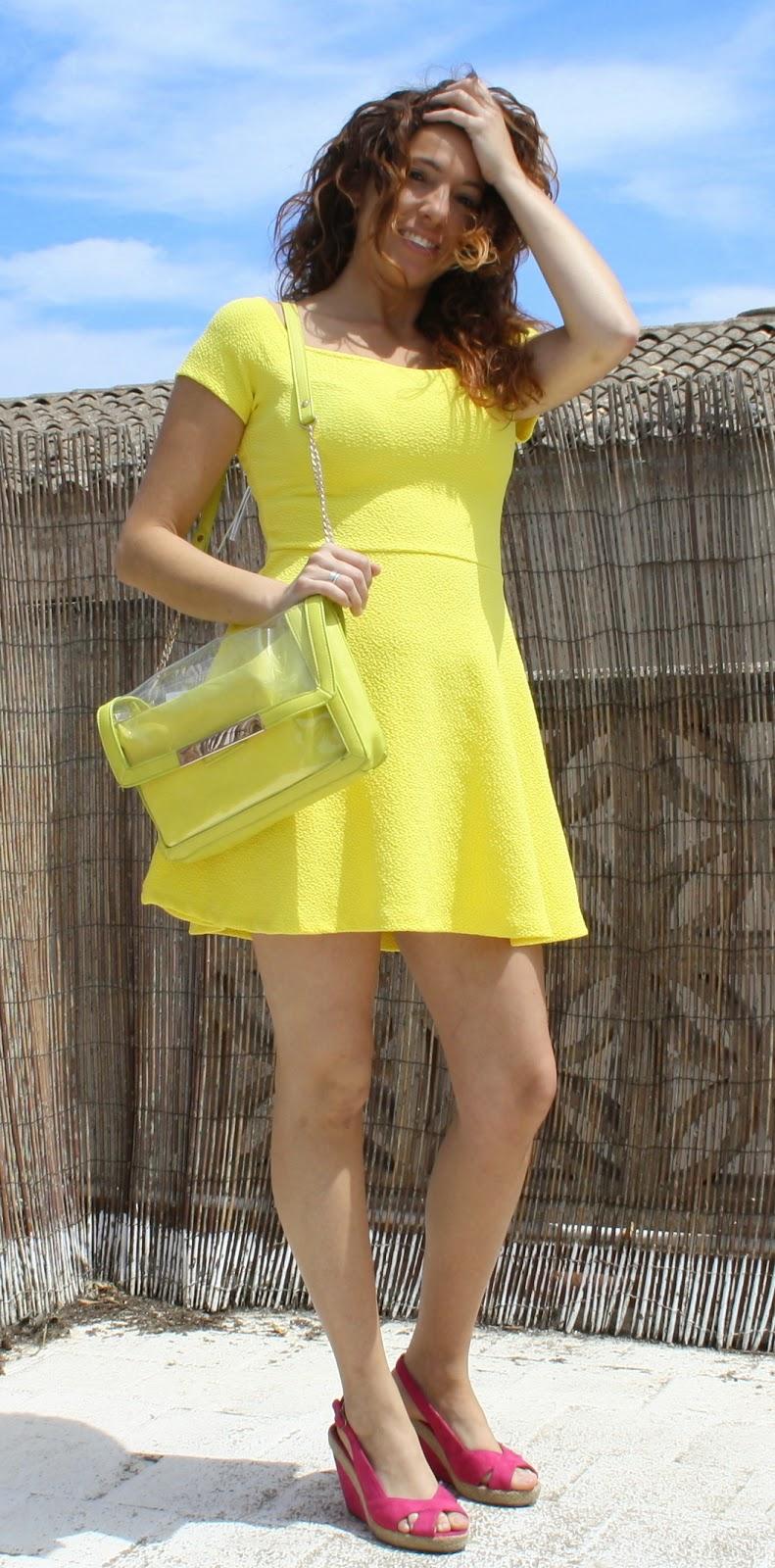 vestido vuelo amarillo
