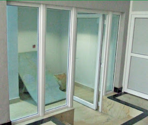 Jendela dan pintu kaca uPVC