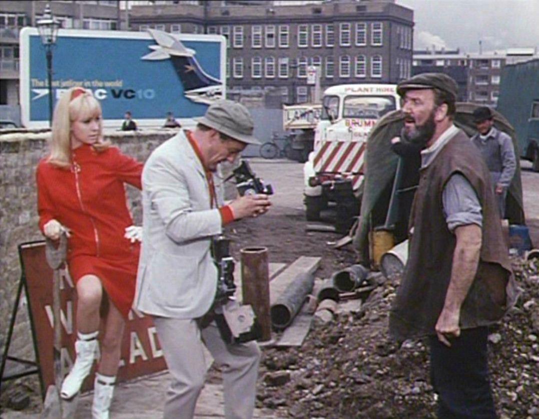 the BlowUp moment: The Sandwich Man (Robert Hartford Davis 1966)