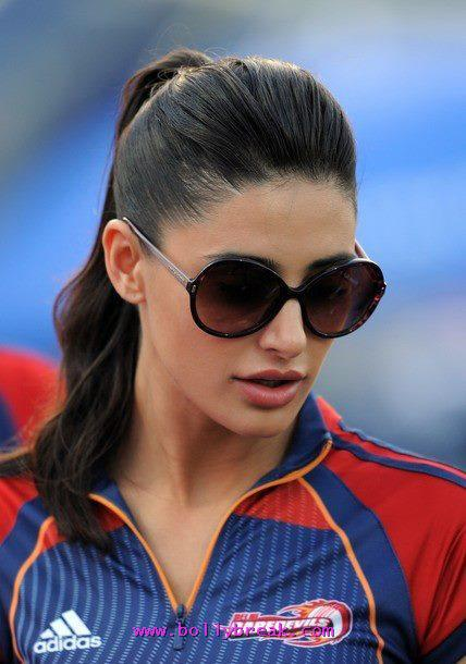  Nargis Fakhri in Delhi Daredevil jersey -  Nargis Fakhri at IPL - Delhi DareDevil Match