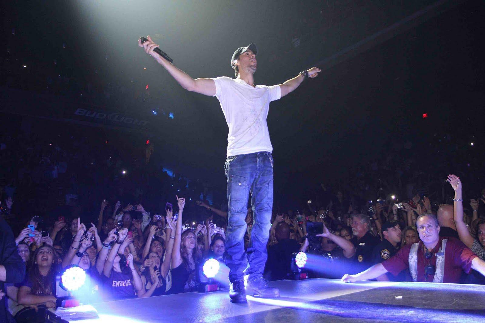 http://3.bp.blogspot.com/-DcJ_2QuwMws/Tk1n7jcZY5I/AAAAAAAAOUU/r6B9LGaItuk/s1600/Enrique_Iglesias_Concert_1.jpeg