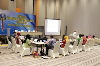 presentasi lomba camat inovatif di Hotel Haris Surabaya