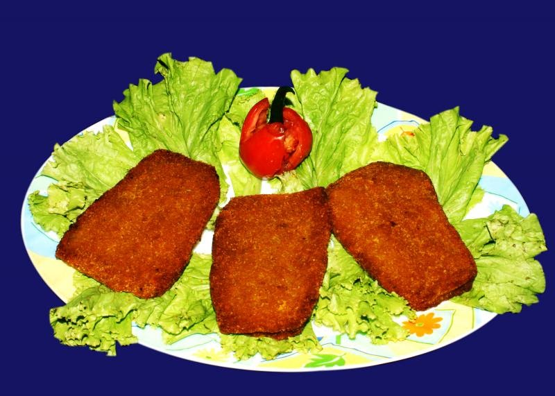 Kolkata kuisine bhetki fry bhetki maacher fry for Local fish fry