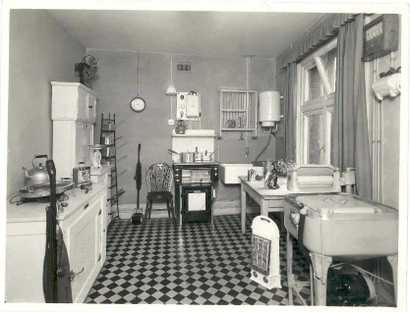 Artistta real food a look through the 20th century and for Modern 1920 s kitchen