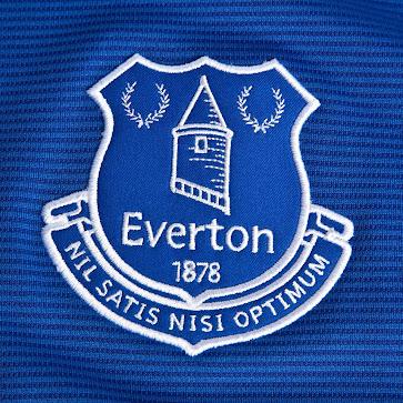 El Everton presentó su nueva camiseta titular Umbro para la próxima temporada