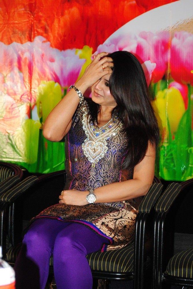 http://3.bp.blogspot.com/-Dd70y_SkA4Q/TgQie-HVmeI/AAAAAAAAbDY/tnoTNkXq-Tk/s1600/actress-sangeetha-stills-2.jpg