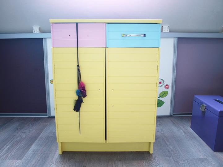 meuble customisé avec peinture et papier peint