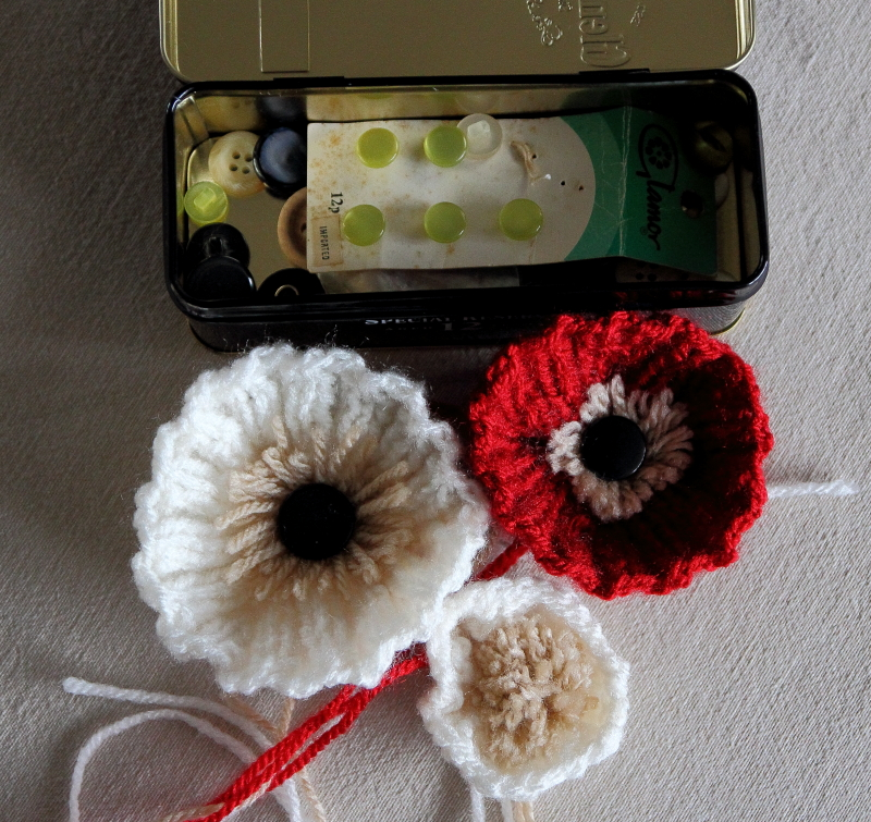Knitting Christmas Presents : Woolly flowers for christmas