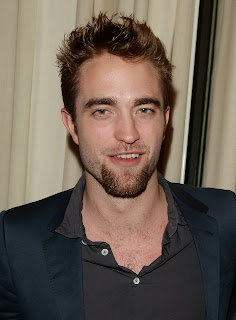 http://robpattinson.blogspot.hu/2013/11/new-pictures-of-rob-at-go-go-gala-in-la.html