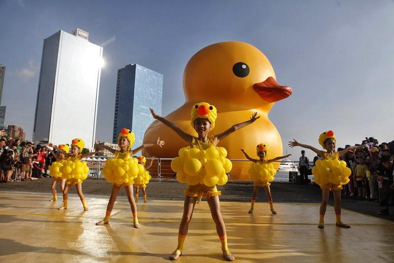 WritingGen: Rubber Duck draws huge crowd in Kaohsiung