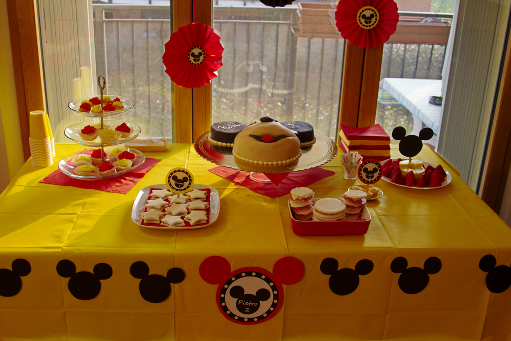 Tavolo Compleanno Topolino : Nastriniebollicine compleanno di pietro topolino