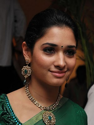 Tamanna in Kundan Necklace Set with emeralds